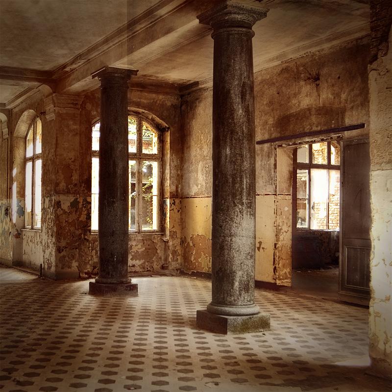 Eingangsbereich zum Badesaal der Männer in den Beelitz Heilstätten