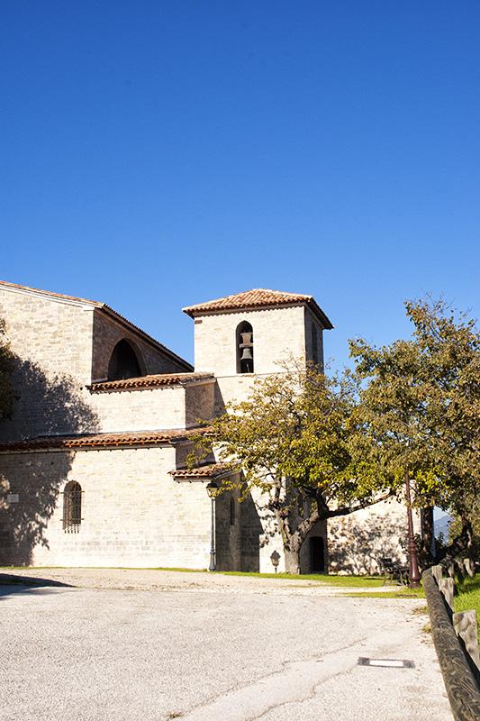 Burganlage und Kirche im Fort de Six-Fours