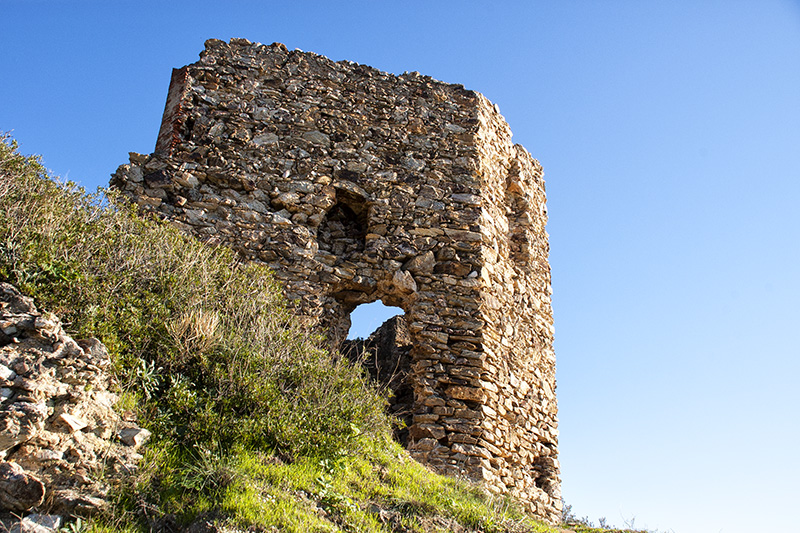 Alte Befestigungsanlagen im Fort de Six-Fours