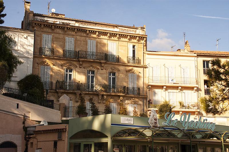 Altes Hotel in Sanary-sur-Mer direkt an der Uferpromenade