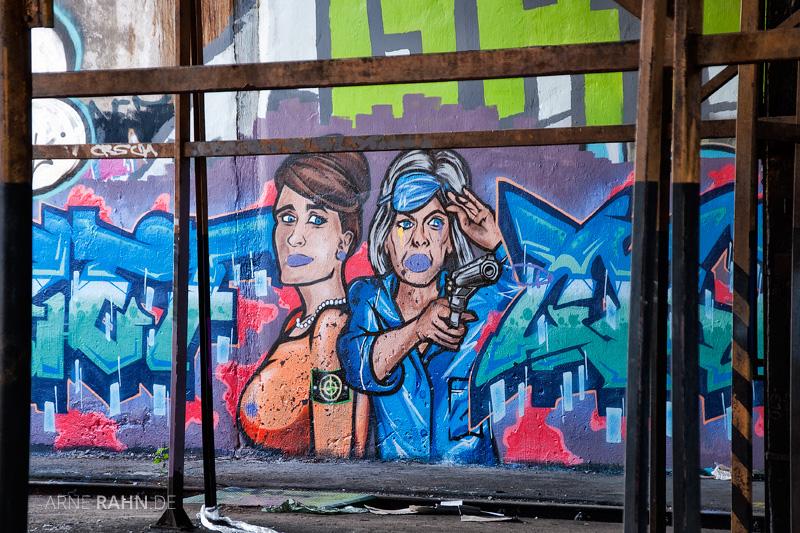 Im Inneren der Rundlokschuppens Pankow Heinersdorf direkt an der S9 Verschönerung mit Streetart Gemälden