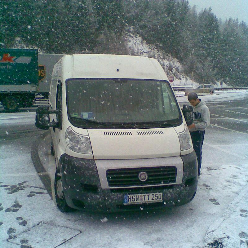 Schneefall bei einem Zwischenstop auf dem Brenner Pass