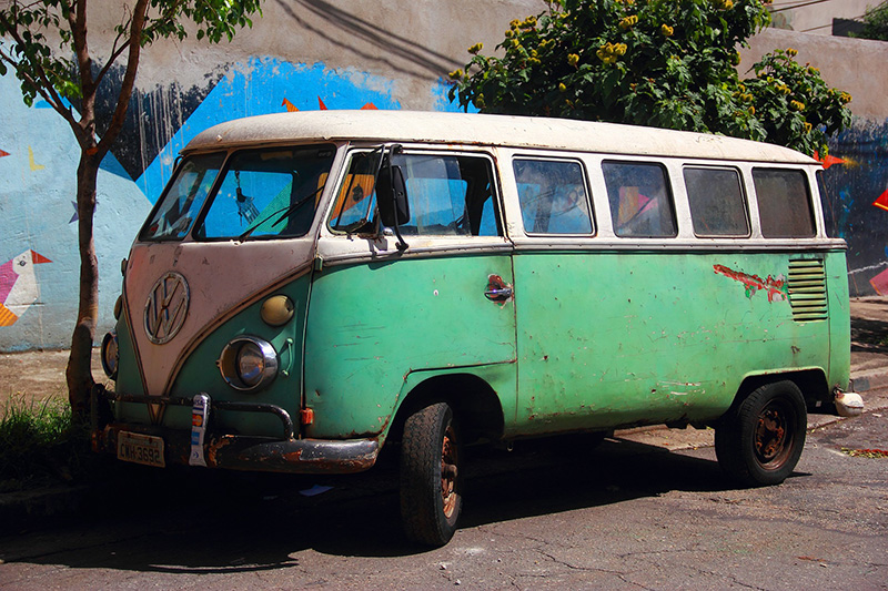 car-1209305_1920