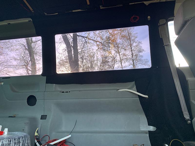 Bulliausbau Innenraum - Caravelle Seitenverkleidungen neu aufgearbeitet