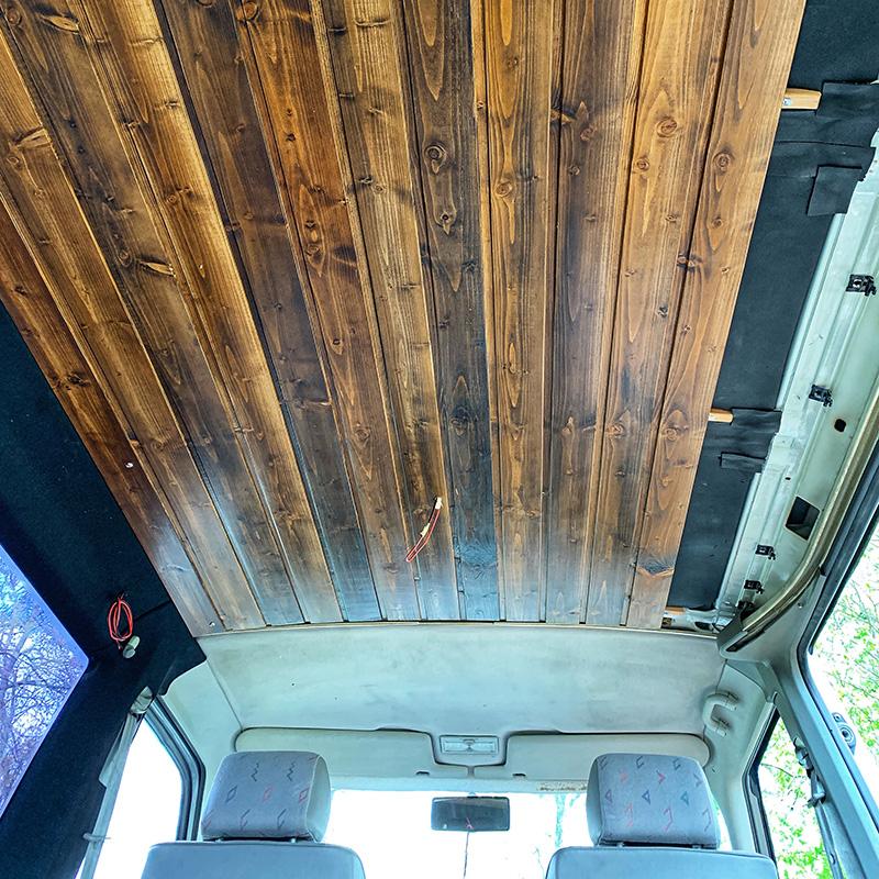 Bulliausbau Innenraum - Die fertige Decke