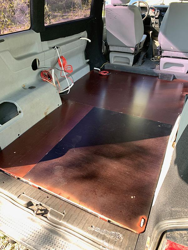 Bulliausbau Innenraum - Die fertige Bodenplatte