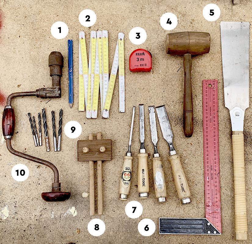 Werkzeuge für die Herstellung der Holzverbindungen