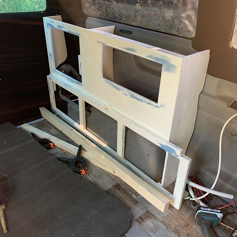 Der Möbelbau im Campervan - Seitenschrank auf der Beifahrerseite