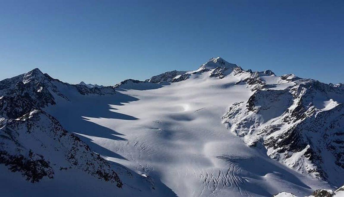 Der Schnalstal-Gletscher mit Blick auf den Wildspitz in Südtirol, Italien